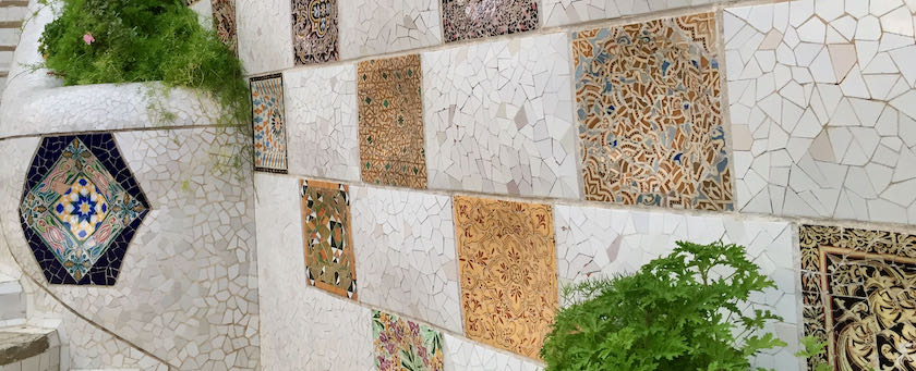 Wall with interspersed mosaic stones (seen at Parc Güell, Barcelona)